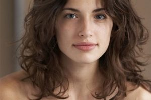 15-How To Benefit The Wavy Curly Hairstyle